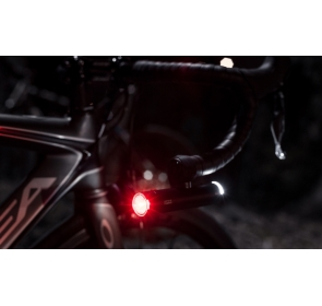 Lampka KNOG PWR Red Cap tył + uchwyt na kask